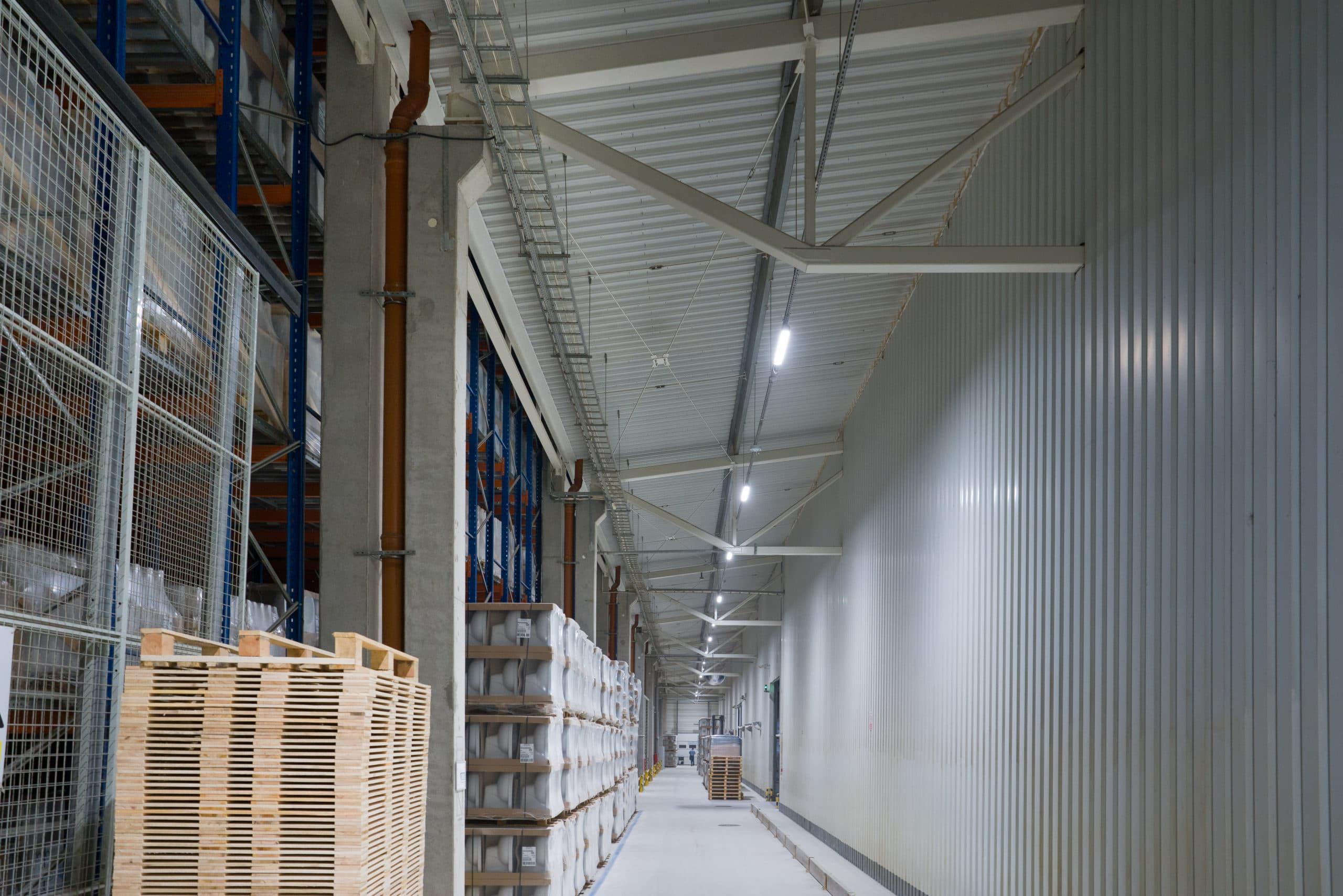 Oprawy Industrial w zmodernizowanym oddziale firmy Geberit we Włocławku - Luxon LED