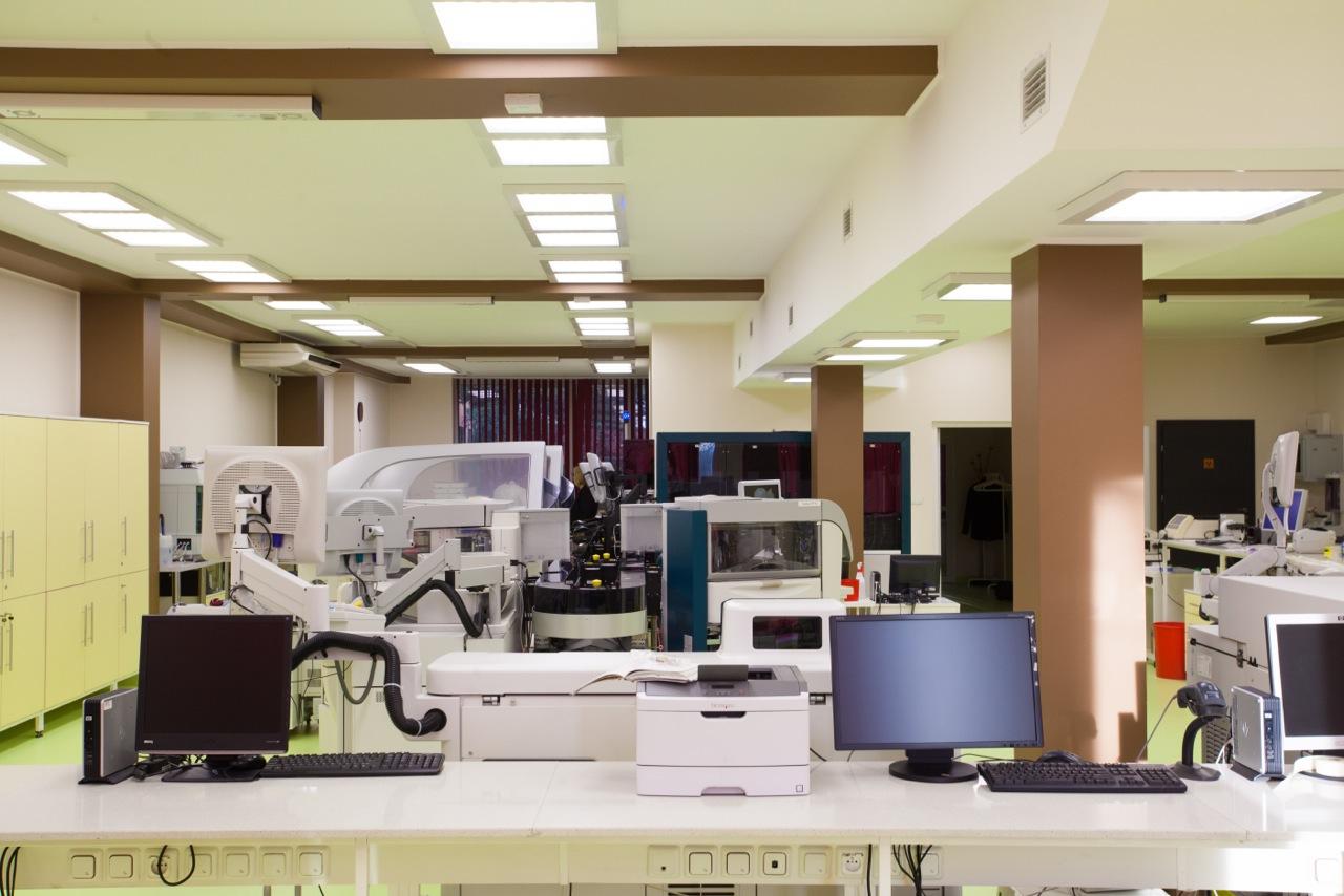 Panele LED 60x60 w Śląskim Laboratorium Analitycznym - Luxon LED