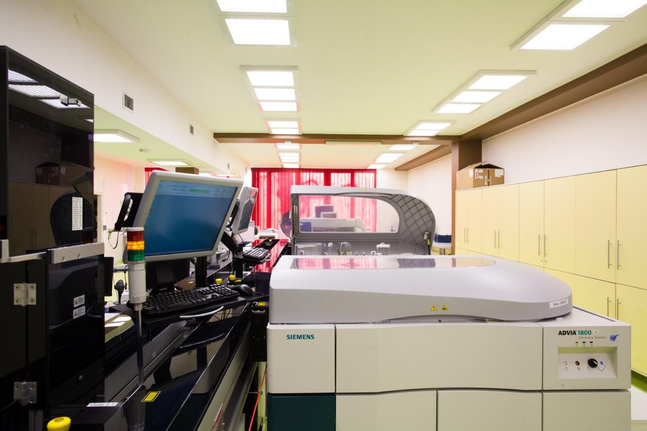 Oprawy natynkowe Edge w Sląskim Laboratorium Analitycznym - Luxon LED