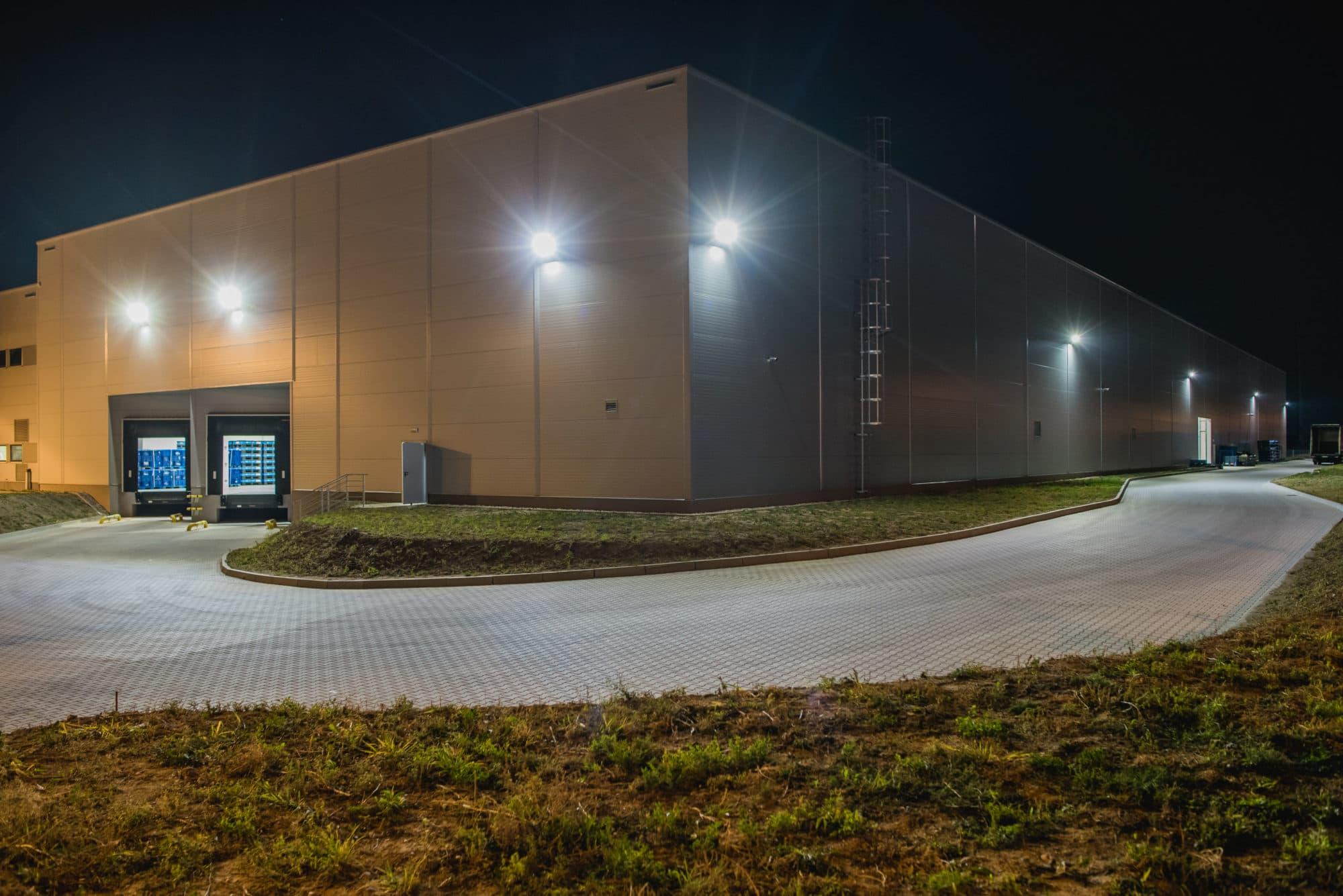 Oświetlenie zewnętrzne parkingów, elewacji budynków