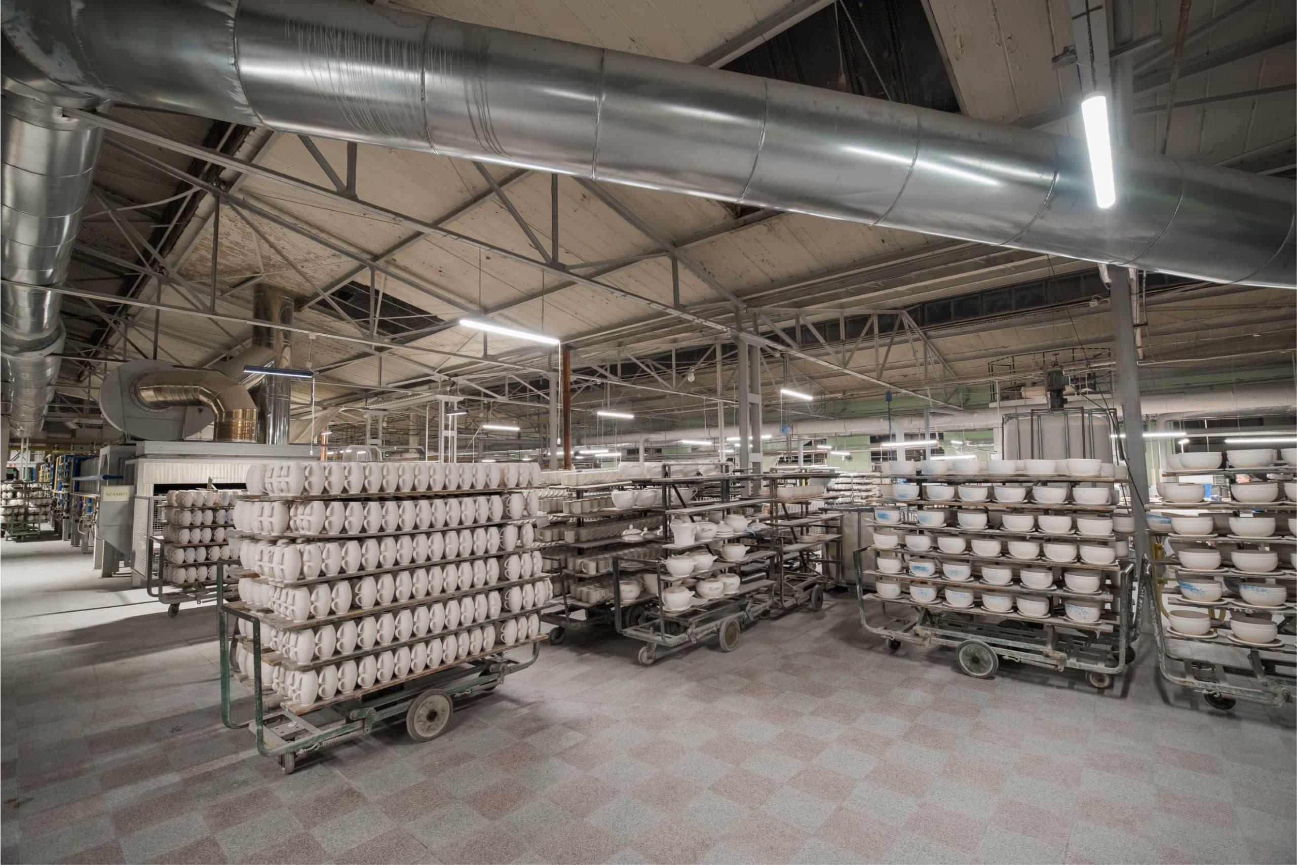 Oprawy przemysłowe Industrial w budynku producenta porcelany - Luxon LED