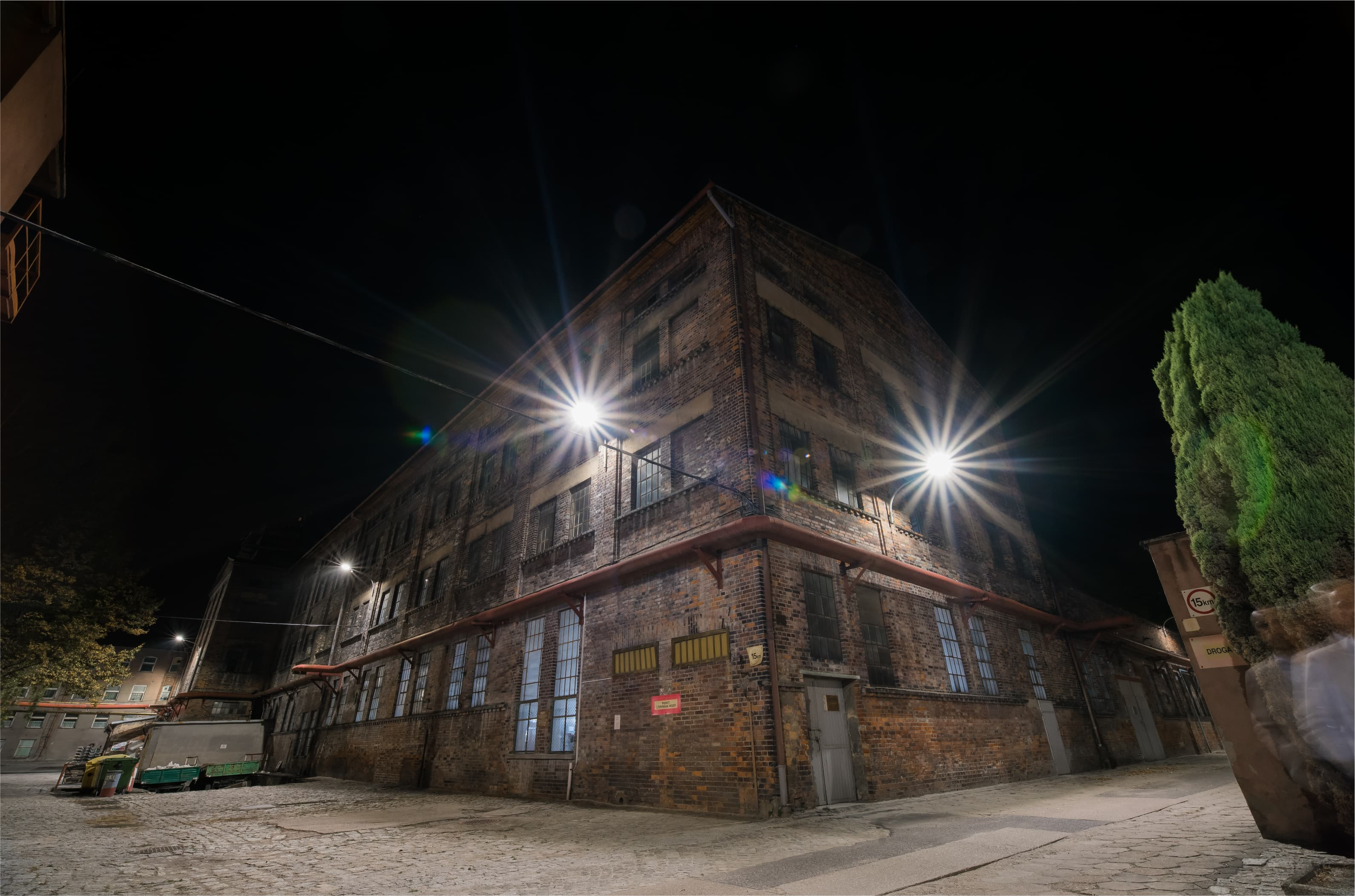 Zmodernizowany budynek producenta porcelany - Luxon LED
