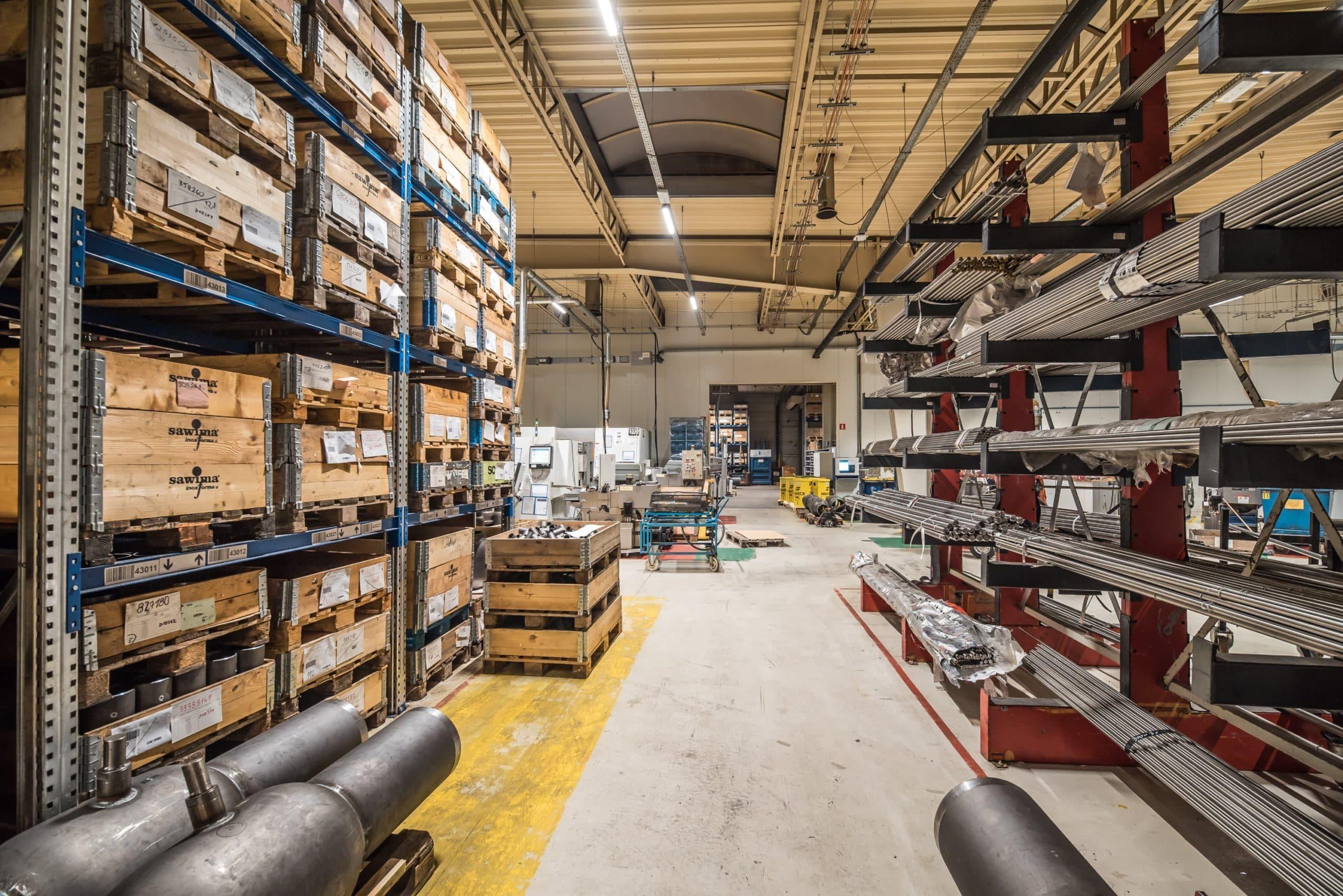 Oświetlenie przemysłowe Industrial w hali produkcyjnej firmy Broen - Luxon LED