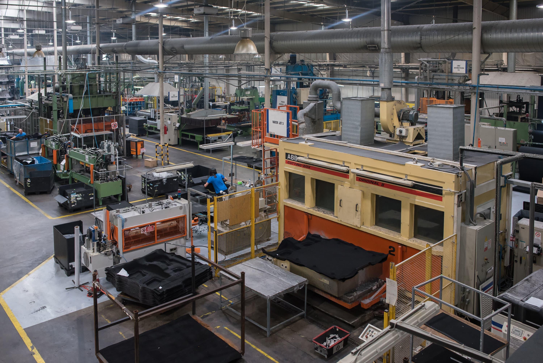 Oprawy Highbay w hali firmy Orsa Moto