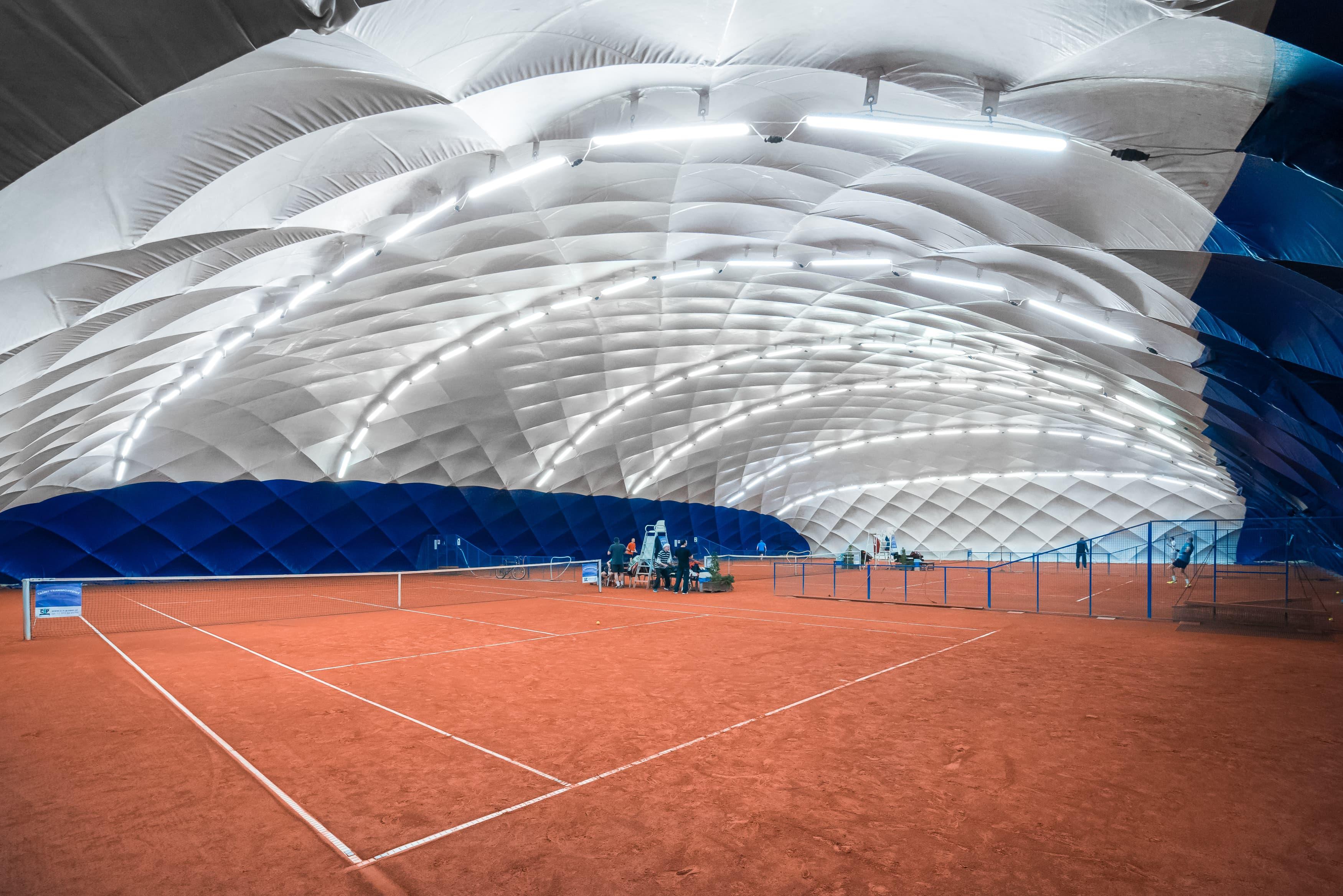 Oświetlenie LED na kortach tenisowych