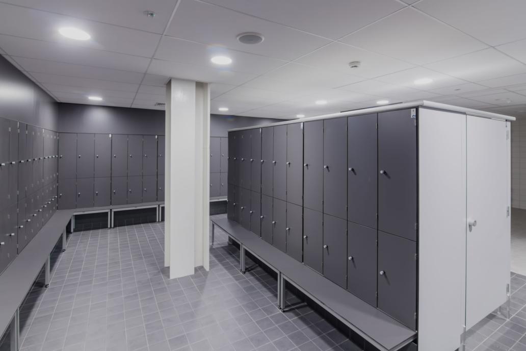 Nowoczesne oświetlenie led w obiekcie sportowym Basen Ślęza - Luxon LED