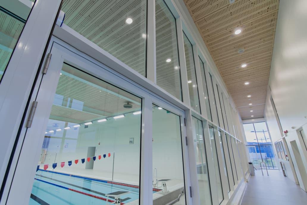 Oprawy hermetyczne Industrial w obiekcie sportowym Basen Ślęza - Luxon LED