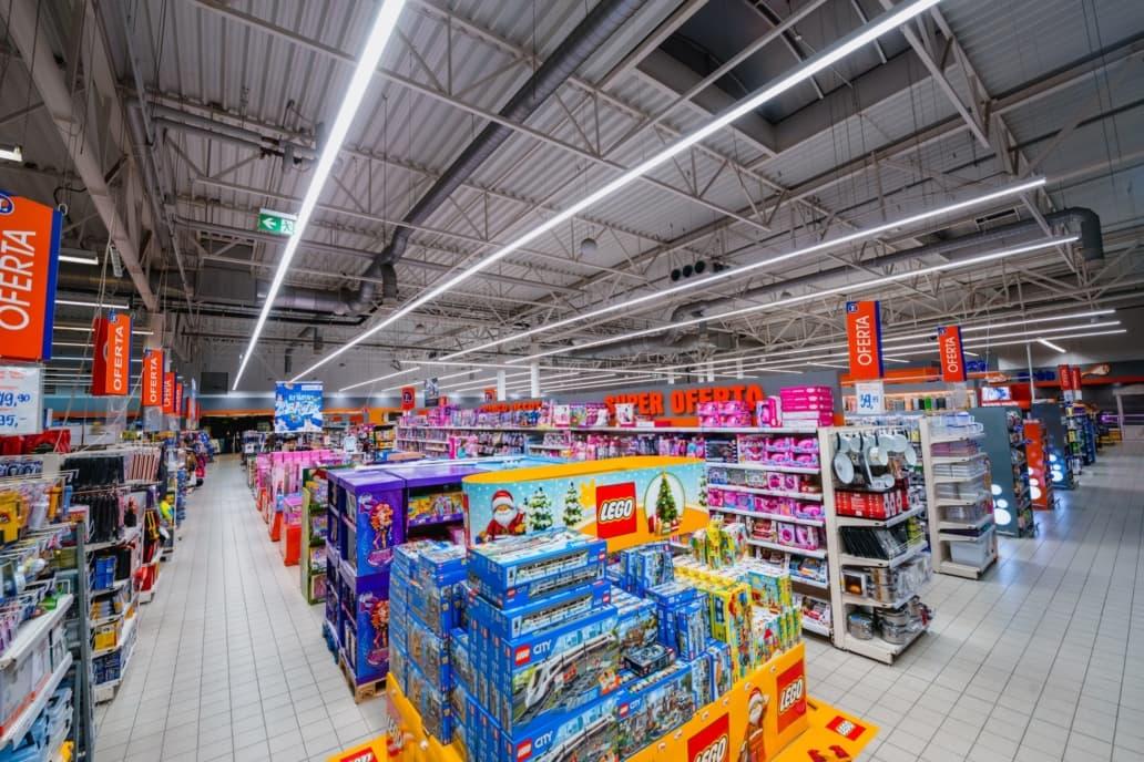 linie świetlne LED w sklepie Leclerc