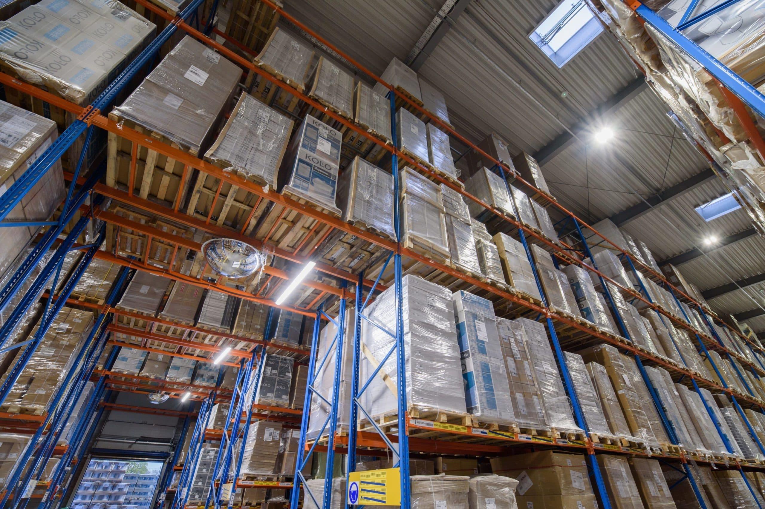 Oświetlenie przemysłowe Highbay w zmodernizowanym magazynie firmy Geberit - Luxon LED