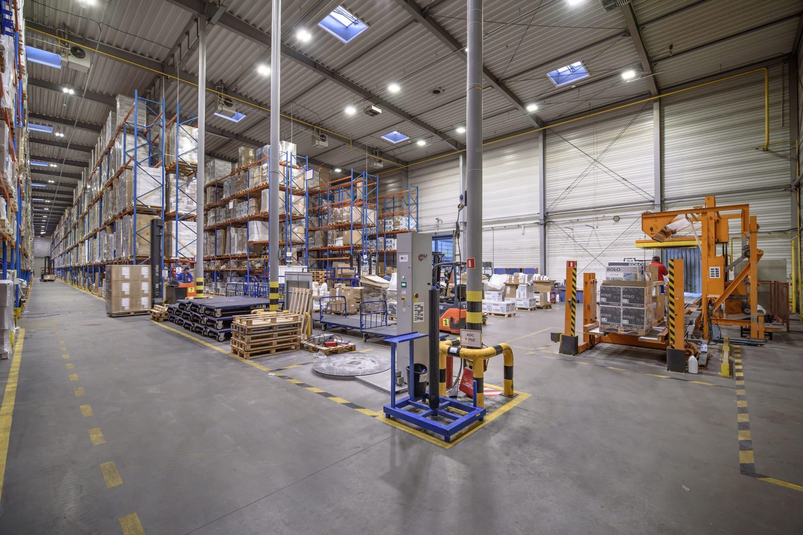 magazyn firmy Geberit po modernizacji oświetlenia - Luxon LED