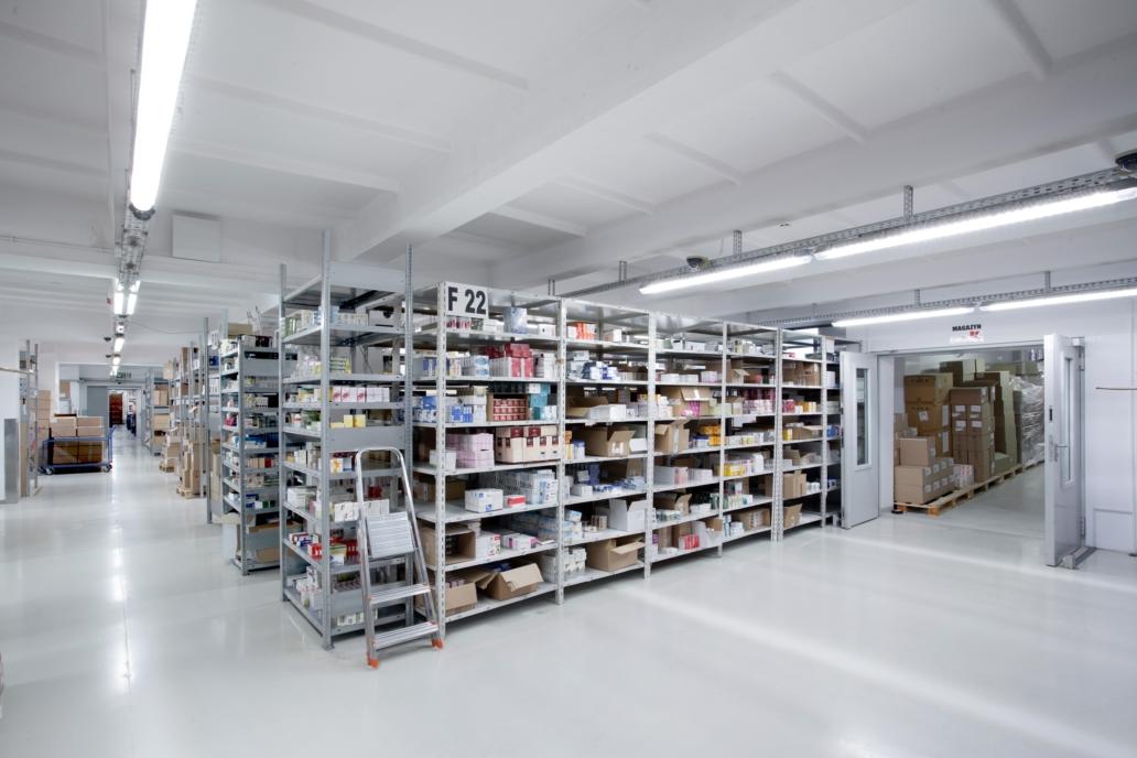 Oprawy przemysłowe Industrial w magazynach hurtowni lekarstw - Luxon LED