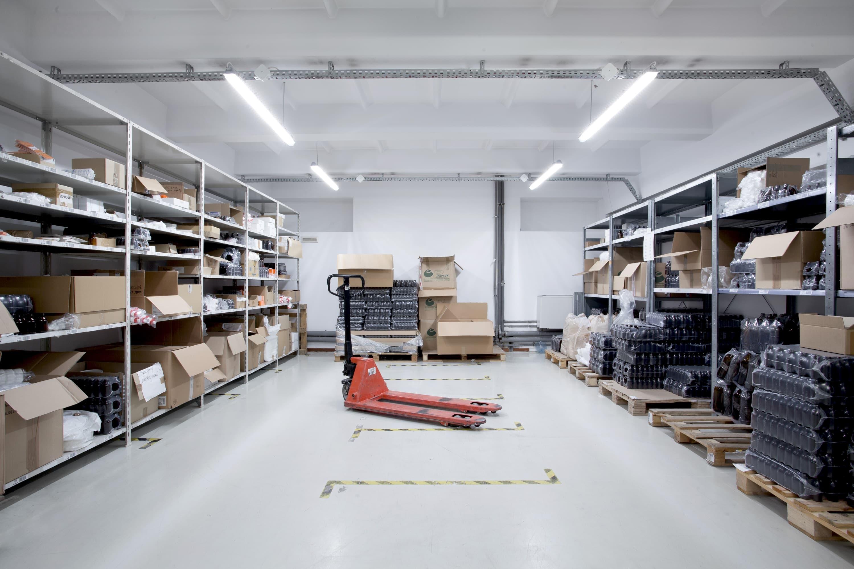 Oświetlenie przemysłowe Industrial w hali magazynowej hurtowni leków - Luxon LED