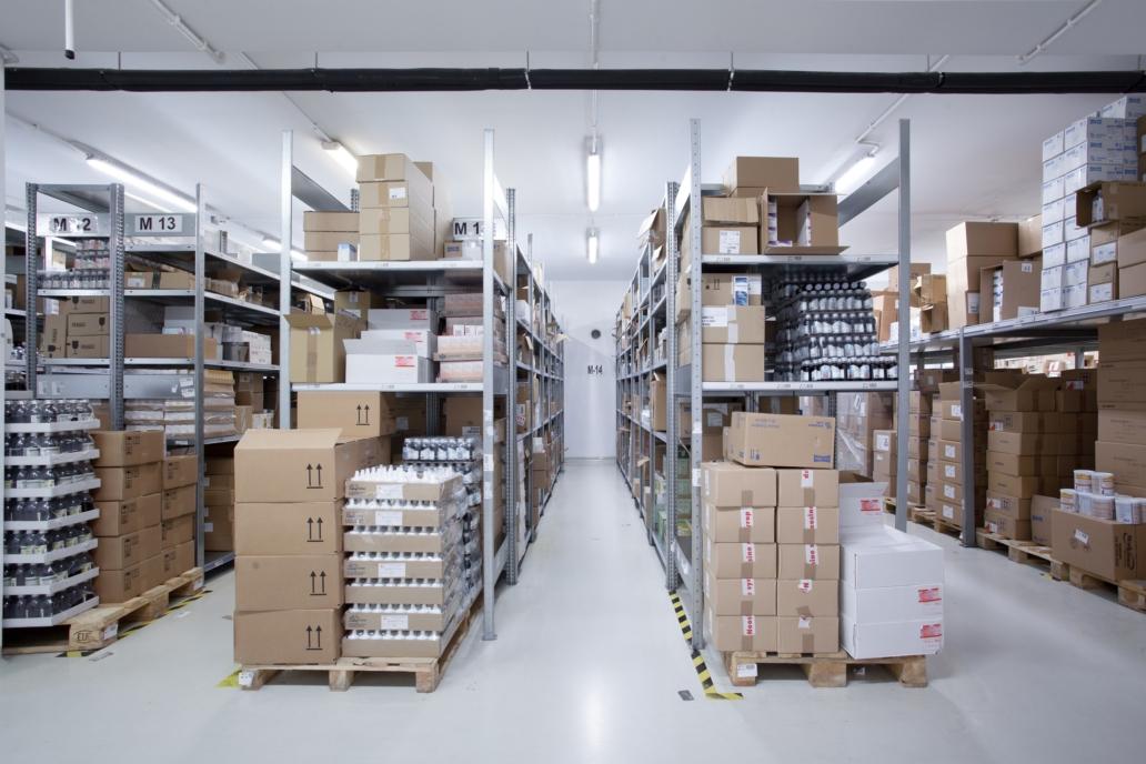 Oświetlenie przemysłowe Industrial w zmodernizowanym budynku hurtowni leków - Luxon LED