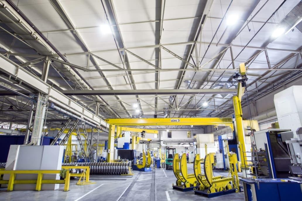 oświetlenie przemysłowe w hali Lucchini
