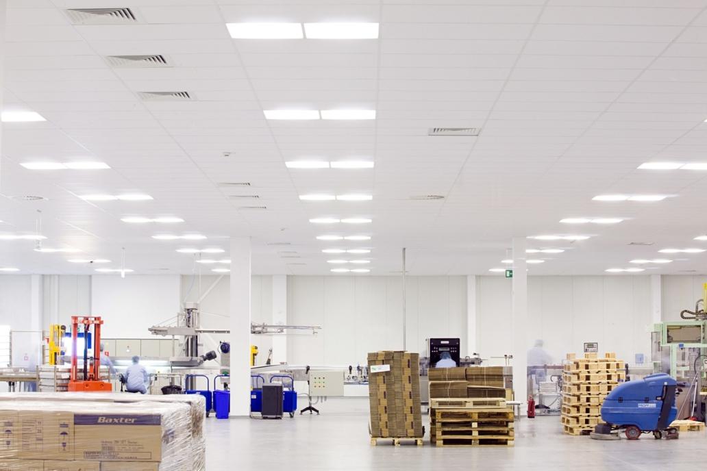 Oprawy Edge w zmodernizowanej hali firmy Baxter - Luxon LED