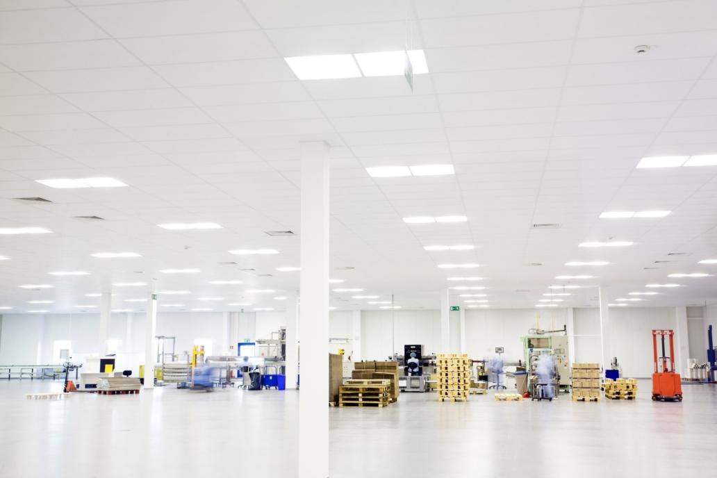 Oprawy Edge w hali firmy Baxter - Luxon LED