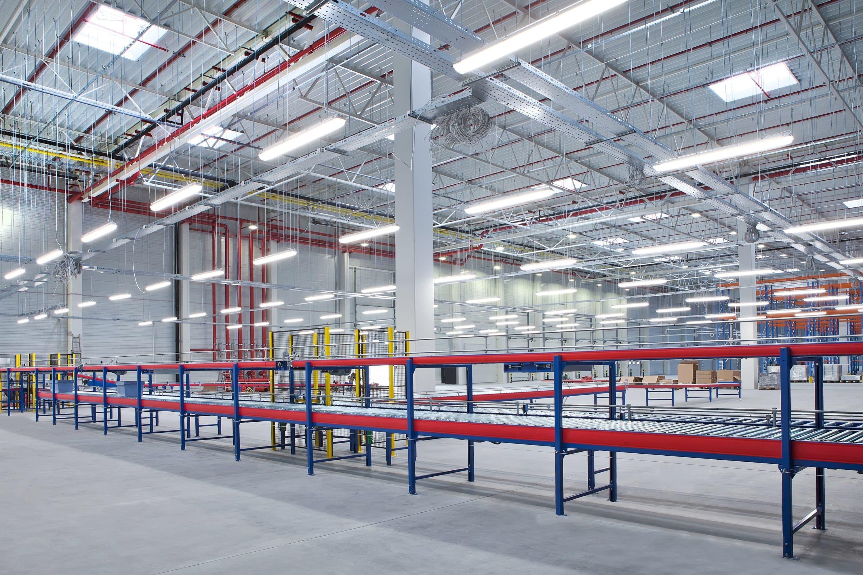 energooszczędna oprawa Industrial w wersji z montażem zwieszanym na hali