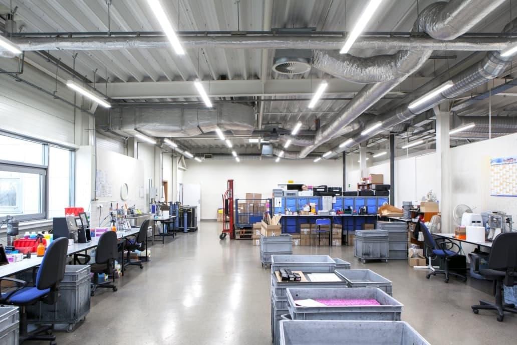 Oprawy przemysłowe Industrial w hali producenta tuszy do drukarek - Luxon LED