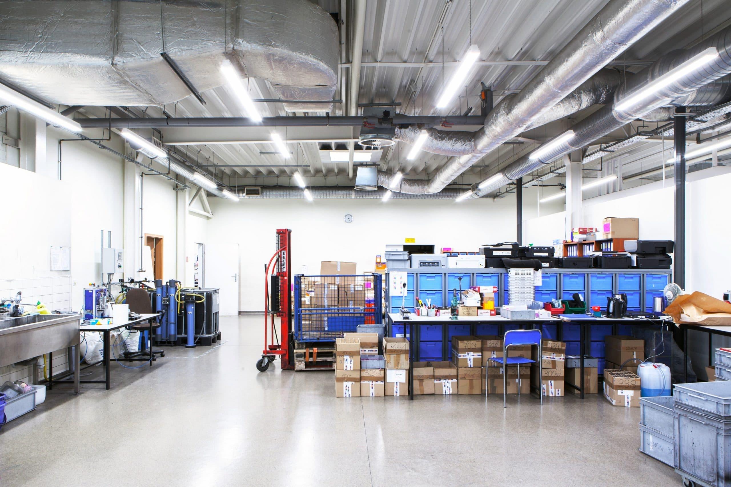 Oprawa Industrial w hali produkcyjnej firmy Pryzmat - Luxon LED