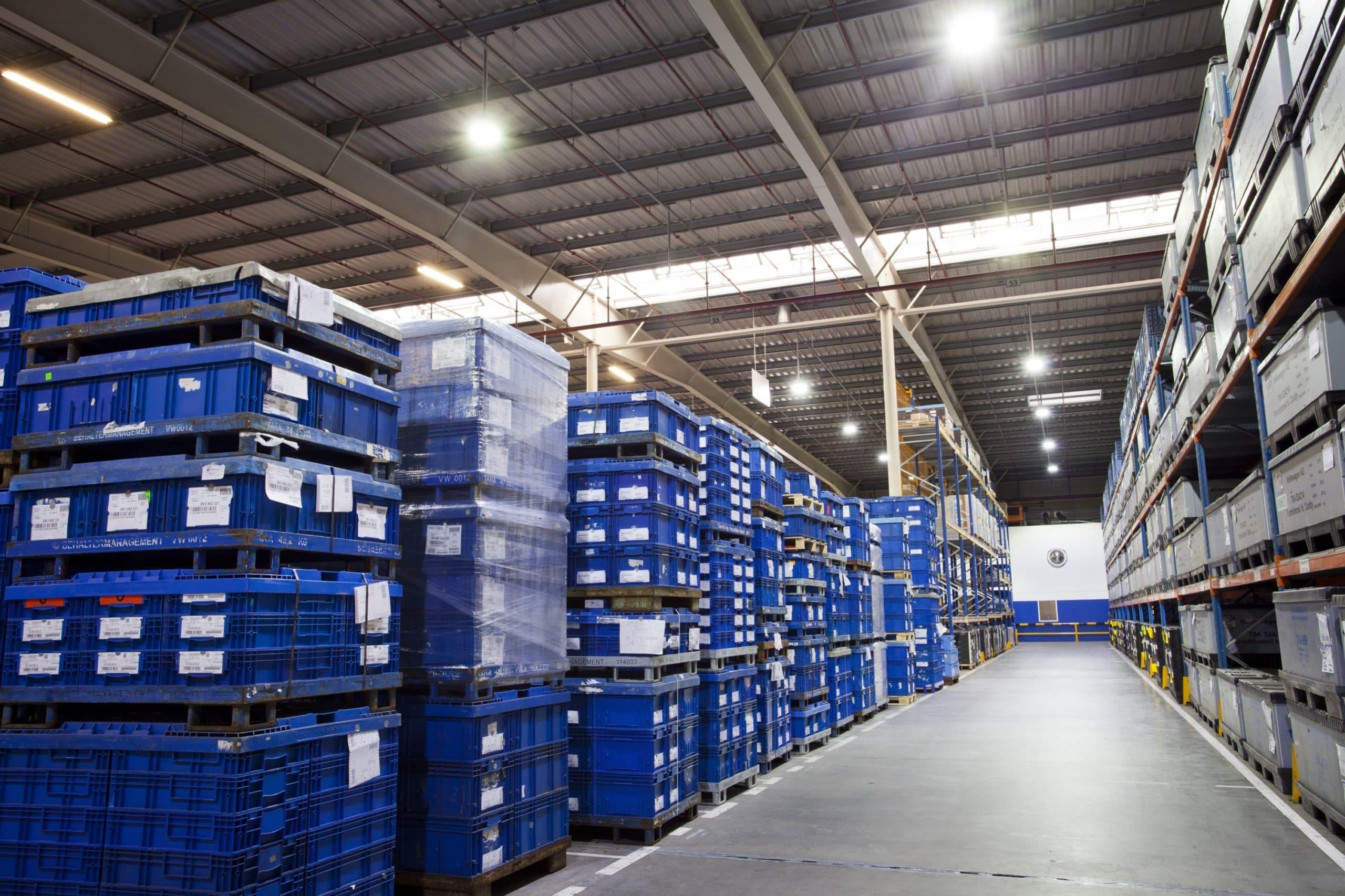 Oprawy przemysłowe Highbay na magazynie girmy Panopa - Luxon LED