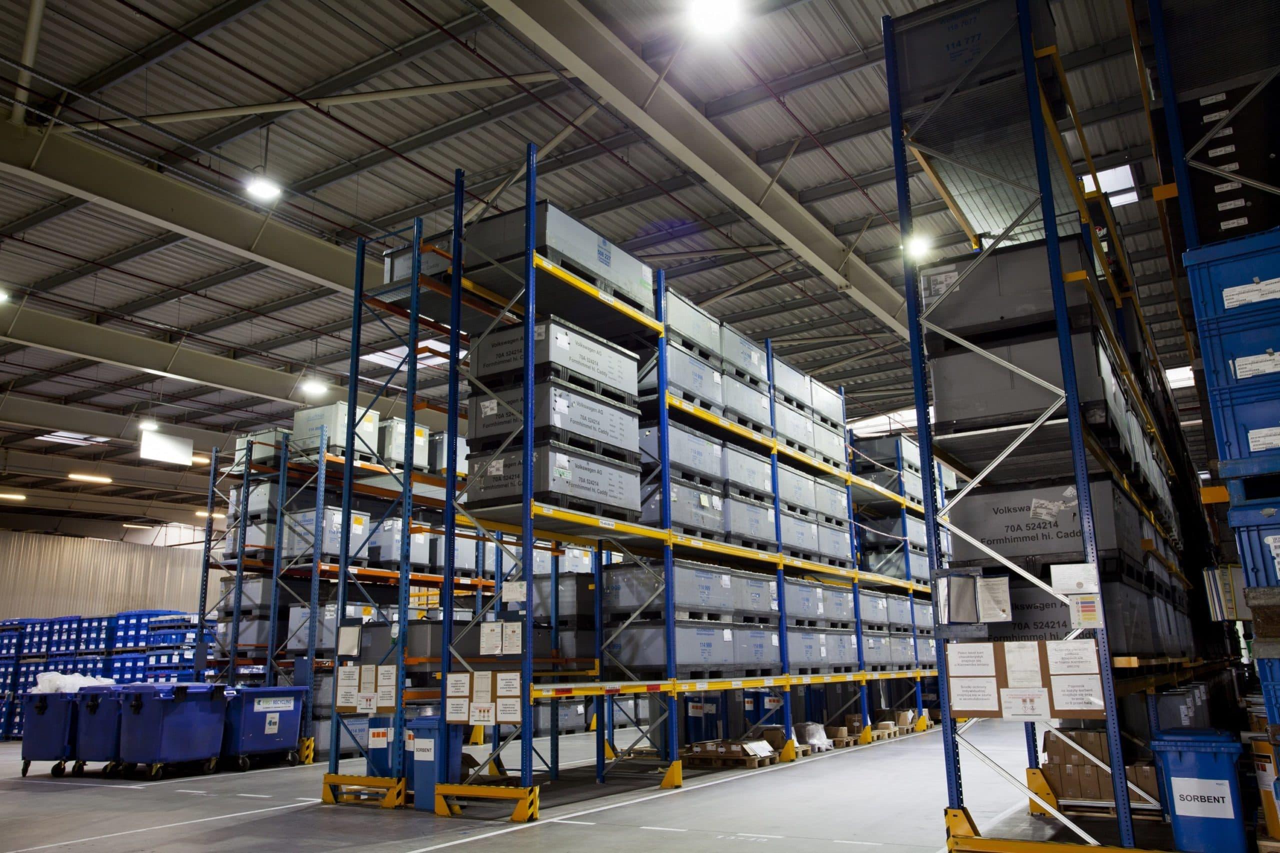 Oprawy Highbay w magazynach firmy Panopa - Luxon LED