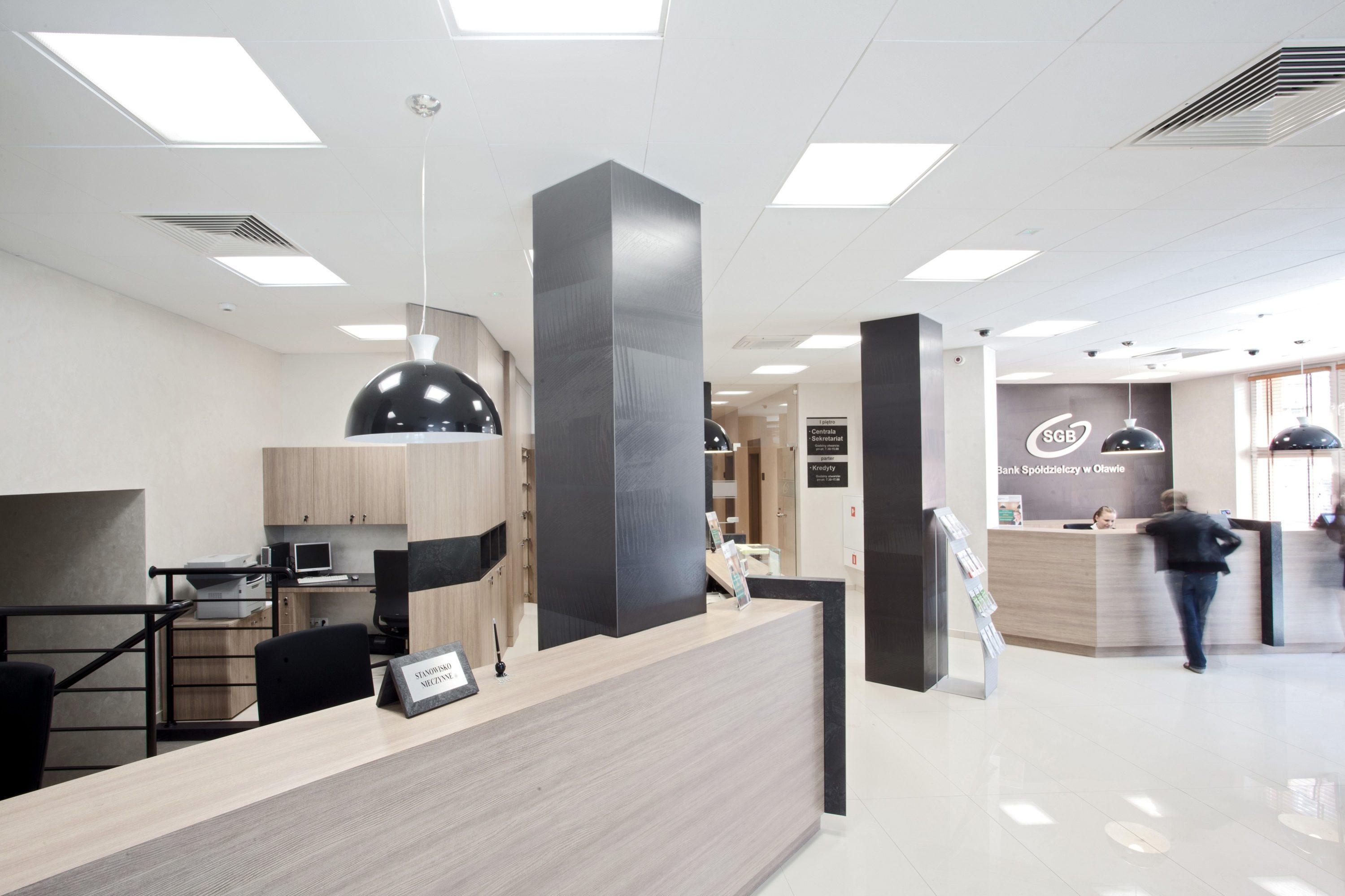 Oprawy biurowe Edge w oddziale Banku Spóldzielczego - Luxon LED