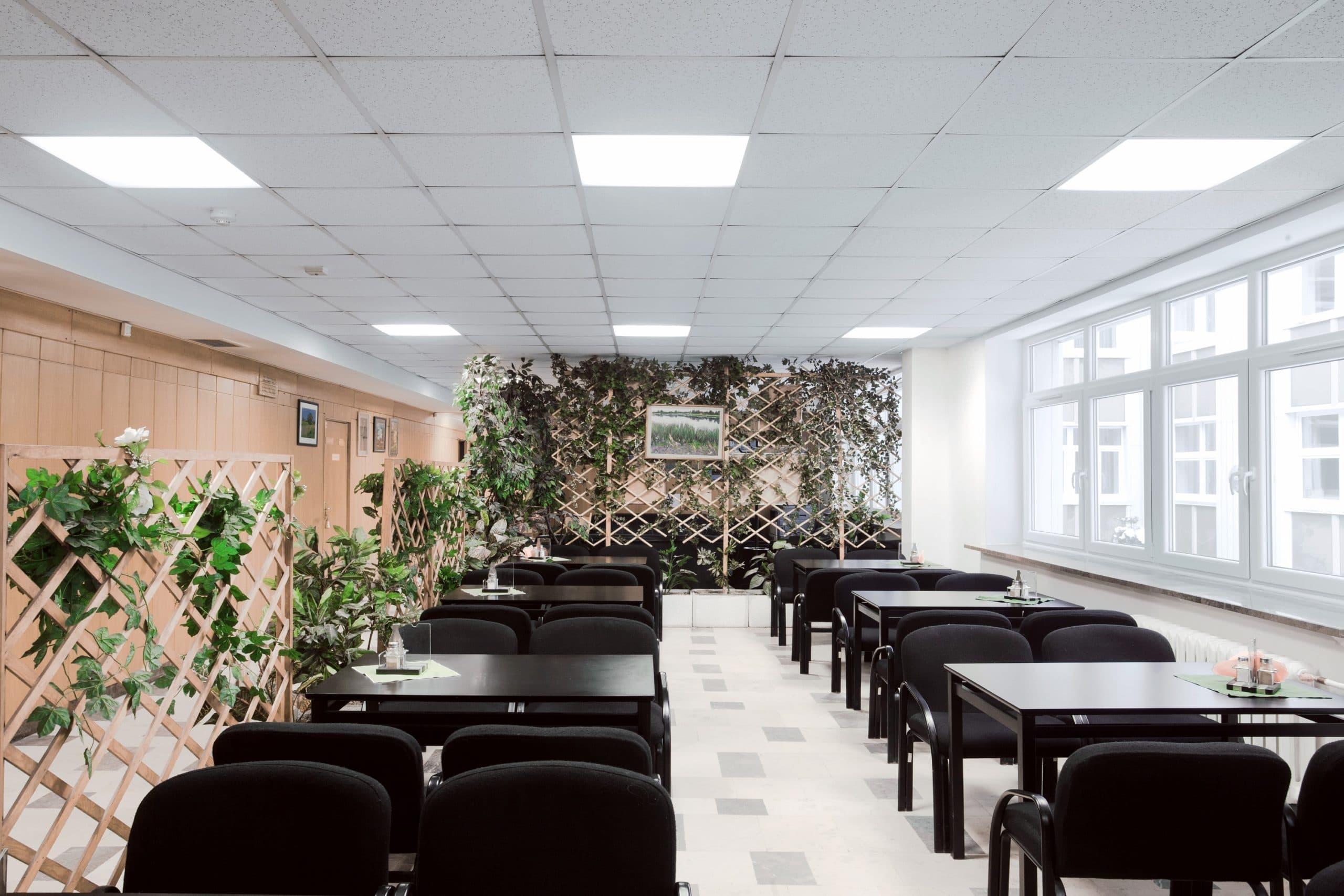 oprawy biurowe Edge w zmodernizowanym budynku w Polskiej Akademii Nauk - Luxon LED