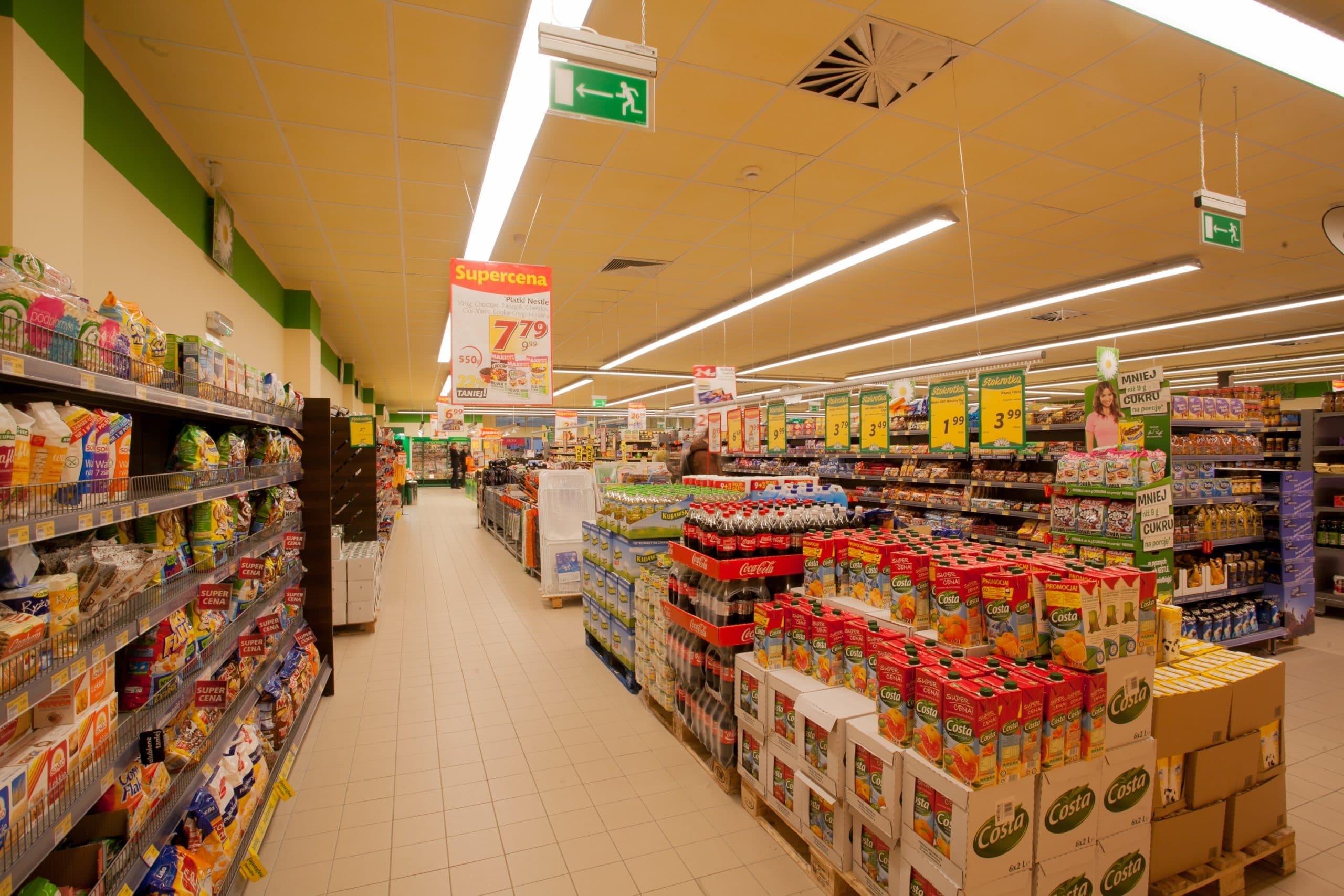 Oprawy handlowe Lumiline w sklepie spożywaczym Stokrotka - Luxon LED