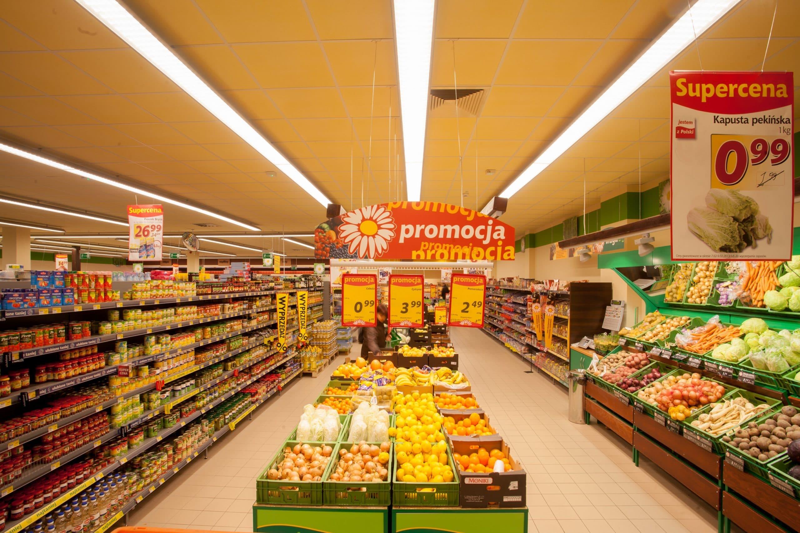 Oprawy Handlowe Lumiline w sklepie Stokrotka - modernizacja oświetlenia przez firmę Luxon LED