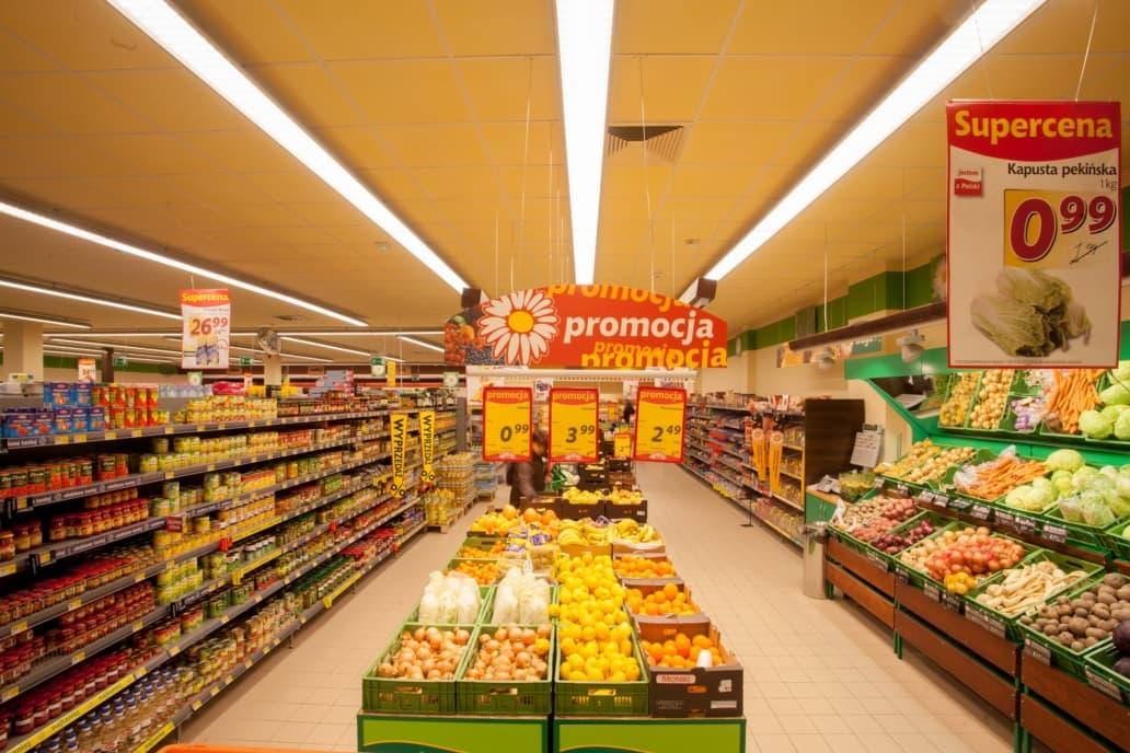 linie świetlne LED w sklepie Stokrotka