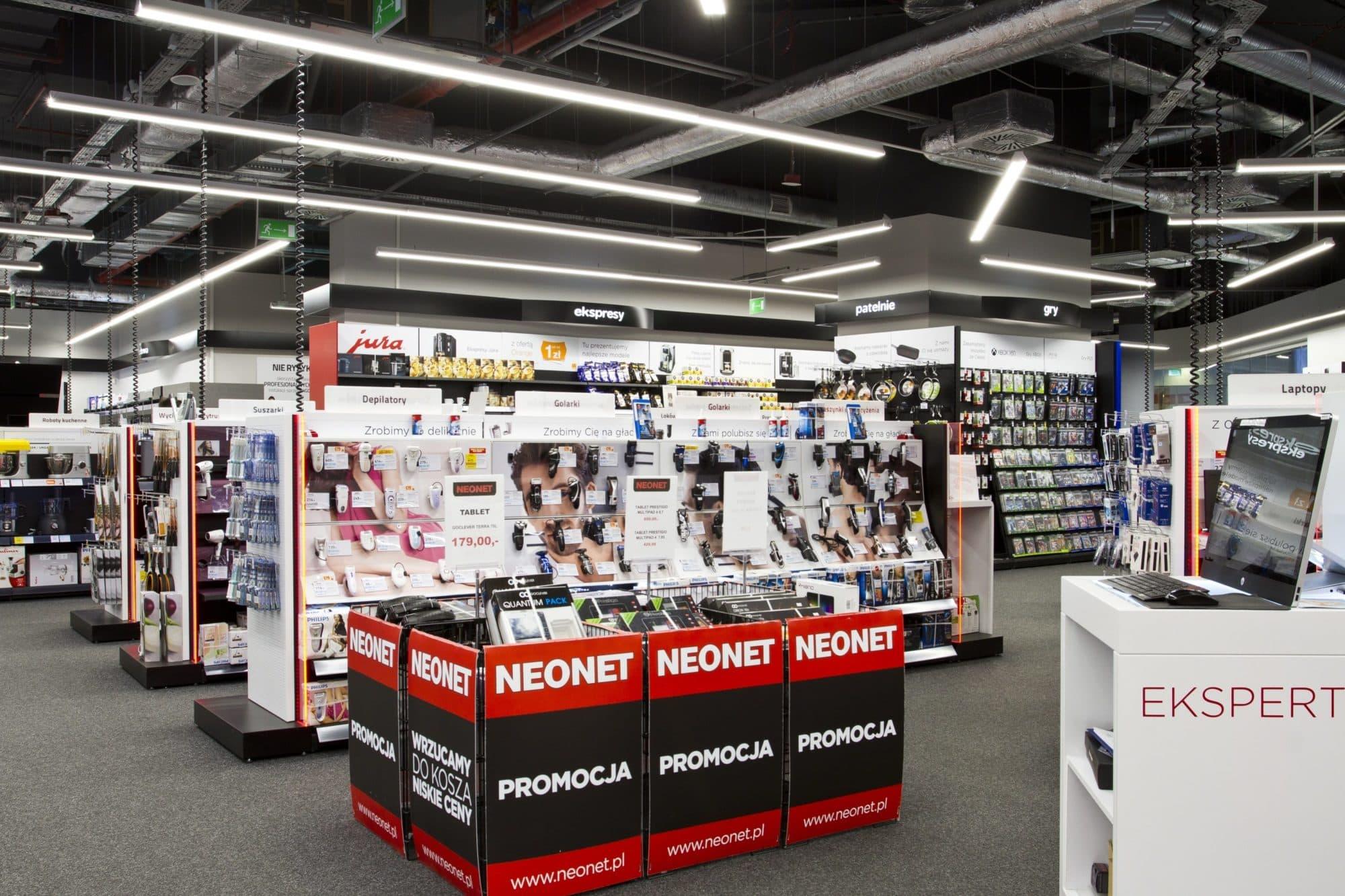 linie świetlne w technologii LED w realizacji dla sklepu Neonet