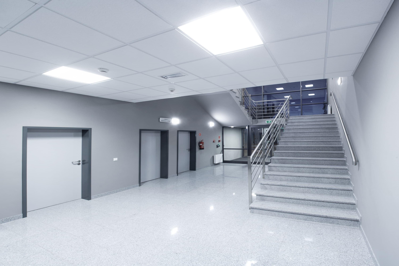 oświetlenie klatki schodowej