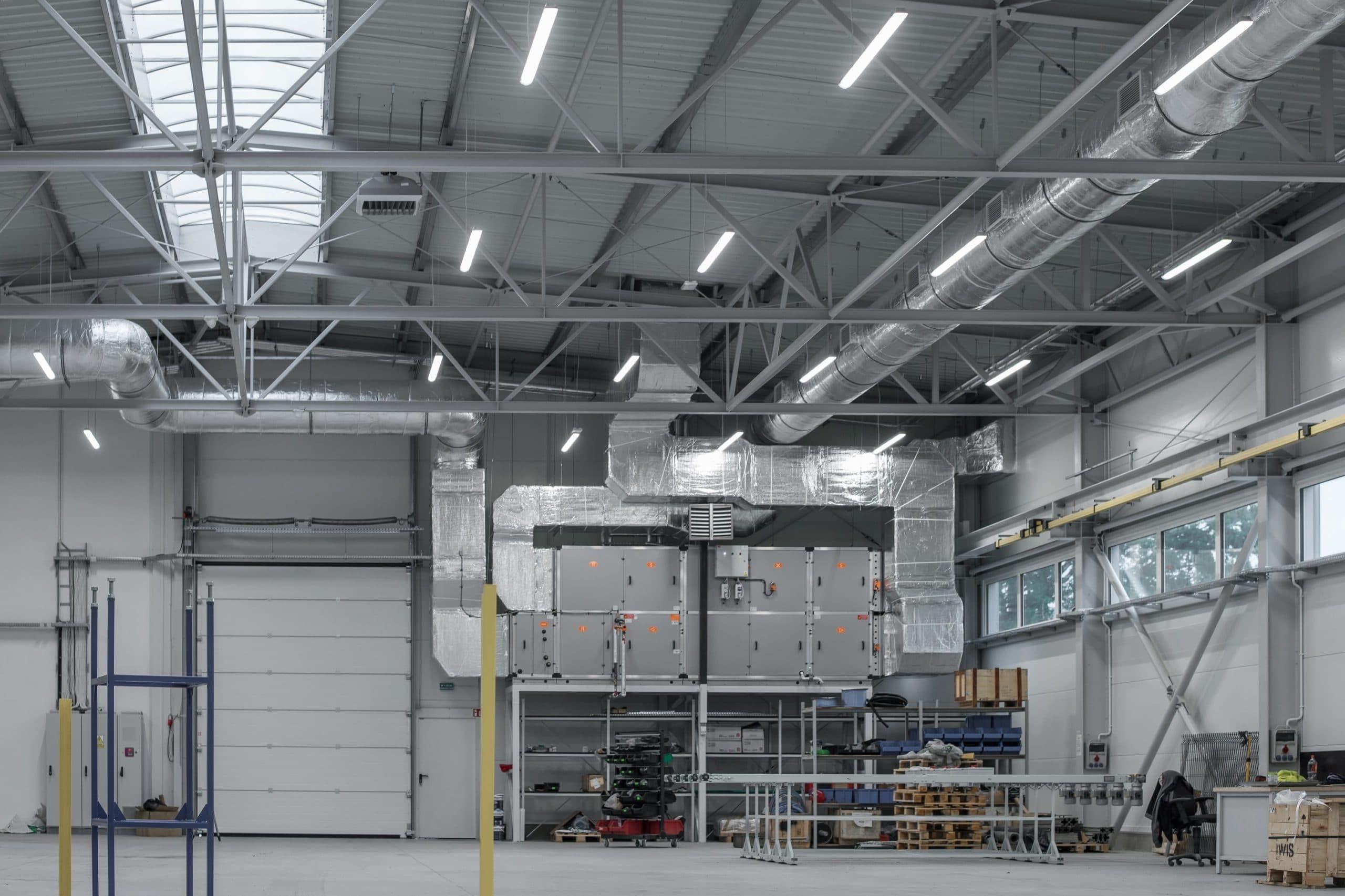 Zmodernizowana hala firmy Agemar z oprawami Ultima - Luxon LED i