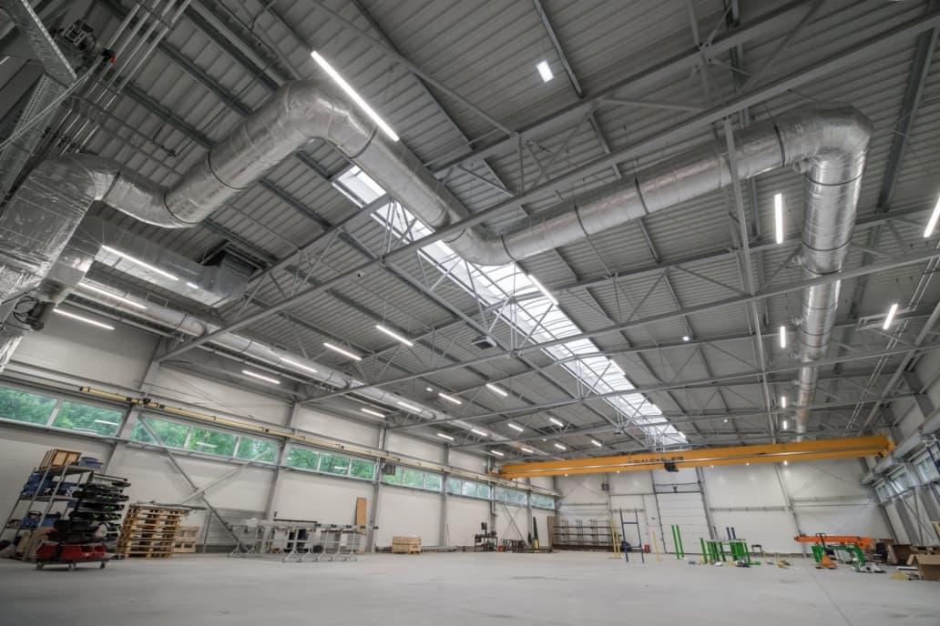 Oprawy przemysłowe Ultima w hali firmy Agemar - Luxon LED