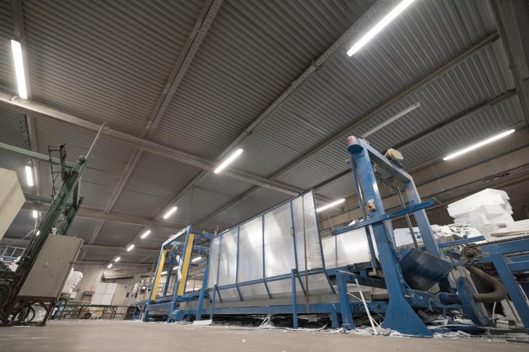 Oprawy Industrial w hali produkcyjnej firmy Arbet - Luxon LED