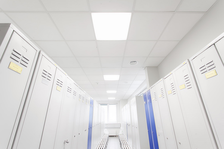 Oprawy Edge w budynku firmy BSH po modernizacji oświetlenia - Luxon LED