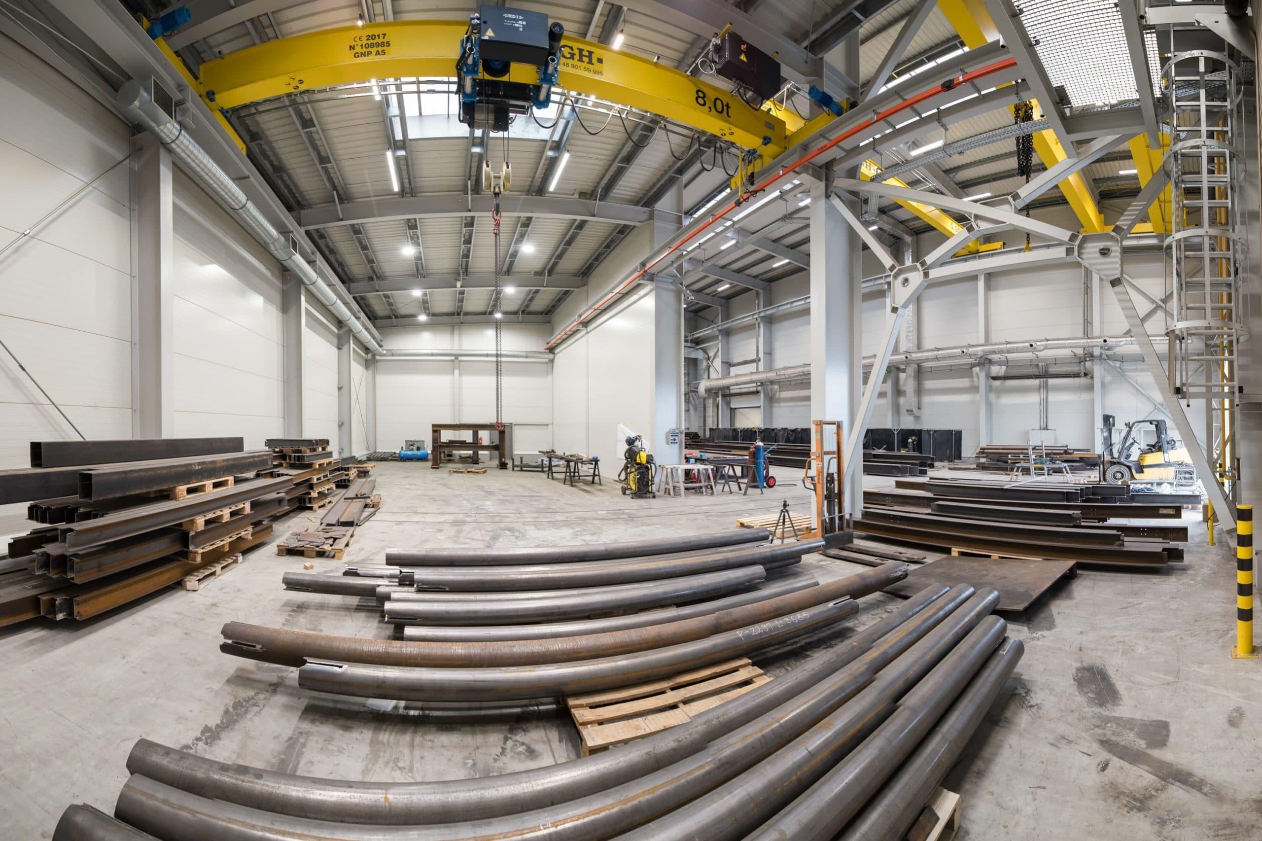 Oprawy przemysłowe Highbay i Industrial w zakładzie produkcyjnym firmy Buttimer - Luxon LED