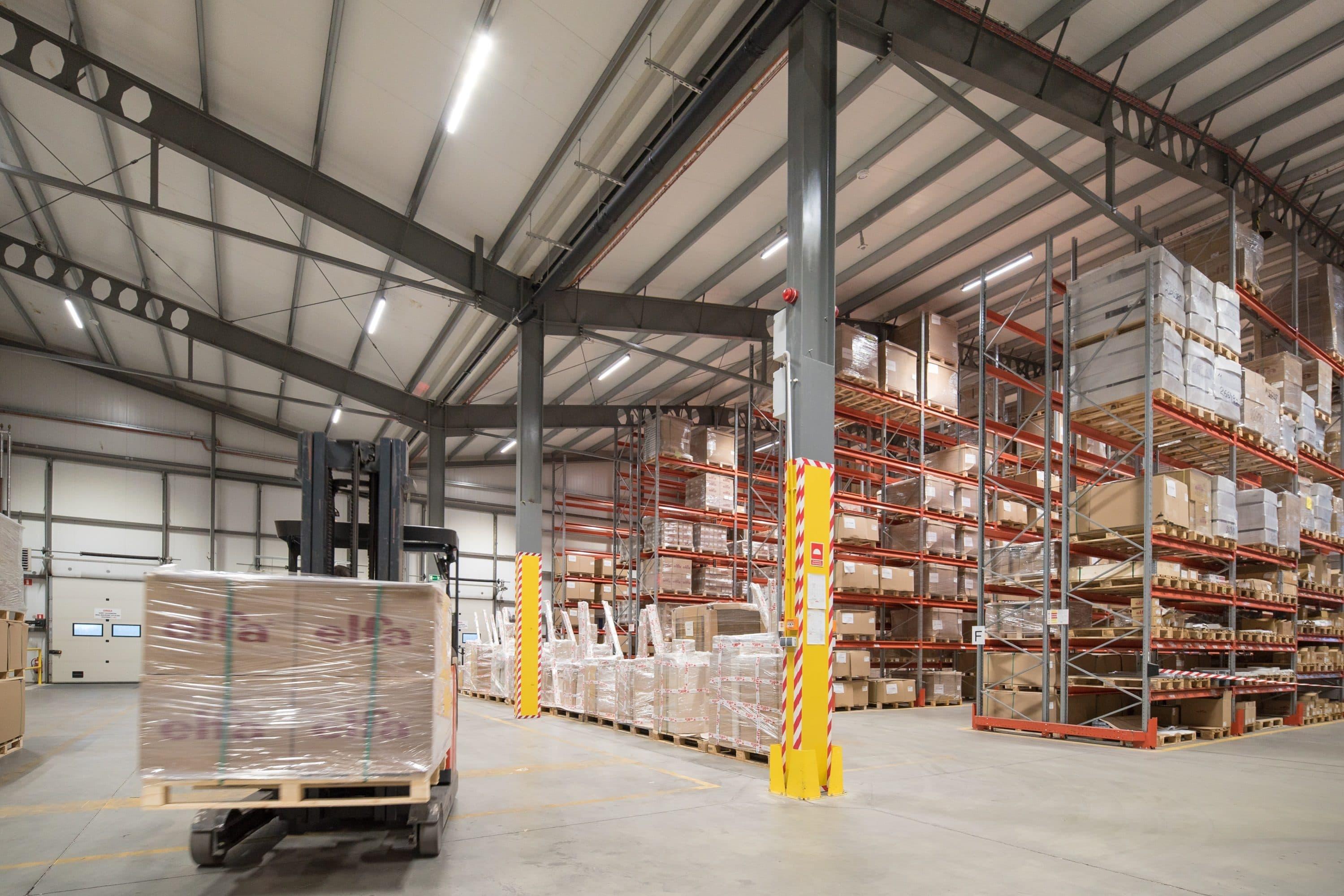 Oprawy przemysłowe Industrial w magazynie firmy Elfa Manufacturing - Luxon LED