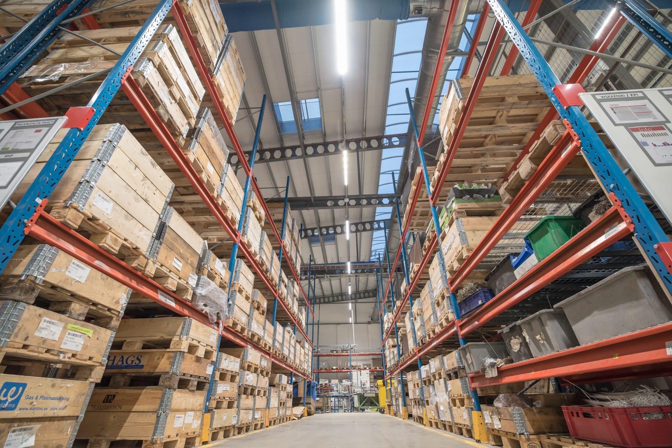 jak zwiększyć poziom natężenia oświetlenia w zakładzie przemysłowym