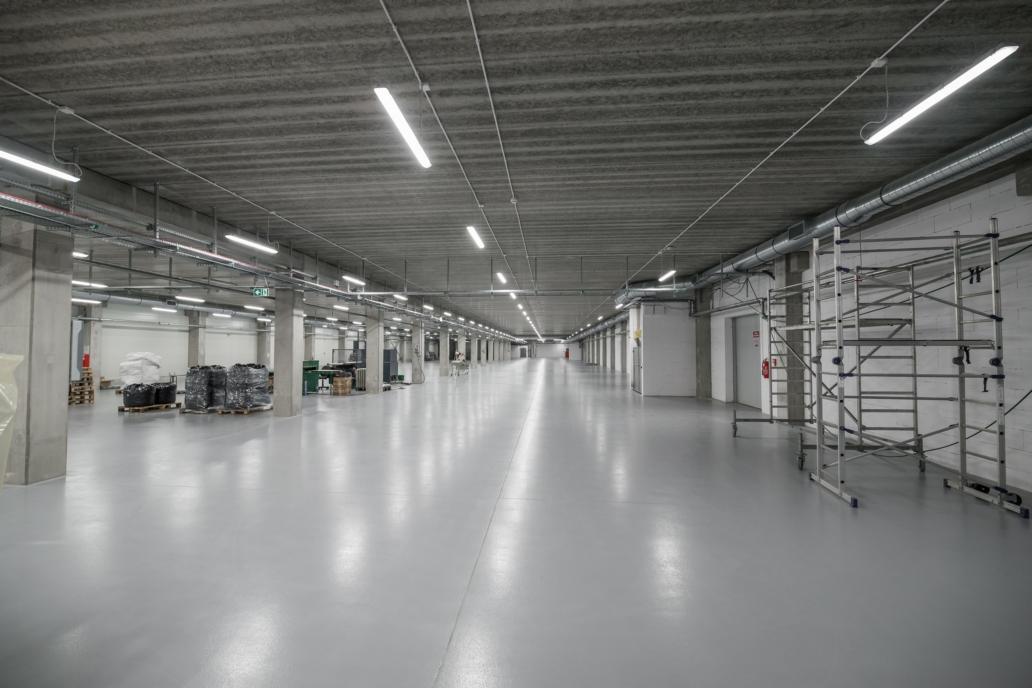 Hala przemysłowa z oprawami Industrial firmy Euroimpex - oświetlenie Luxon LED