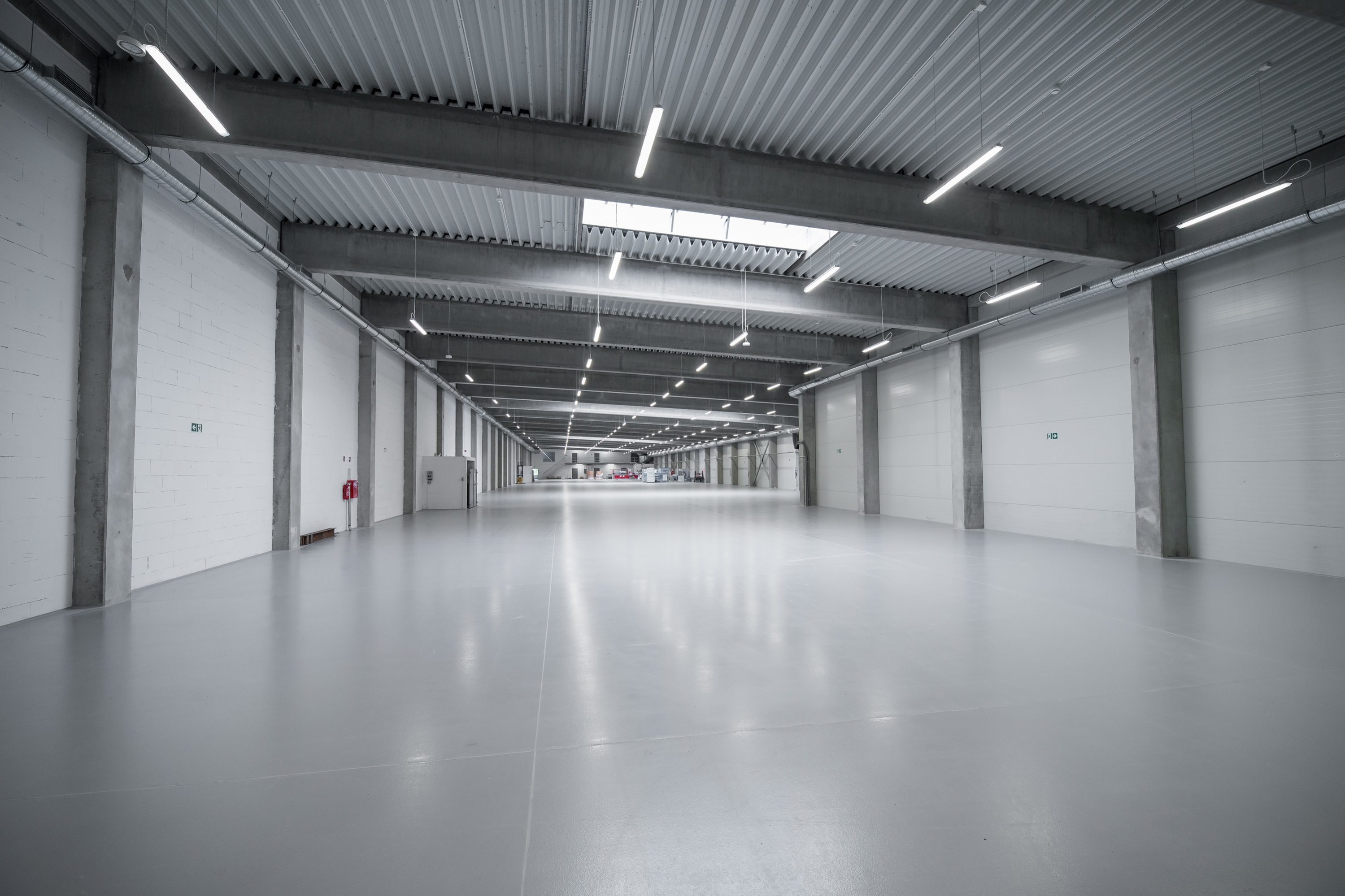oprawy Ultima w hali przemysłowej firmy Euroimpex - Luxon LED