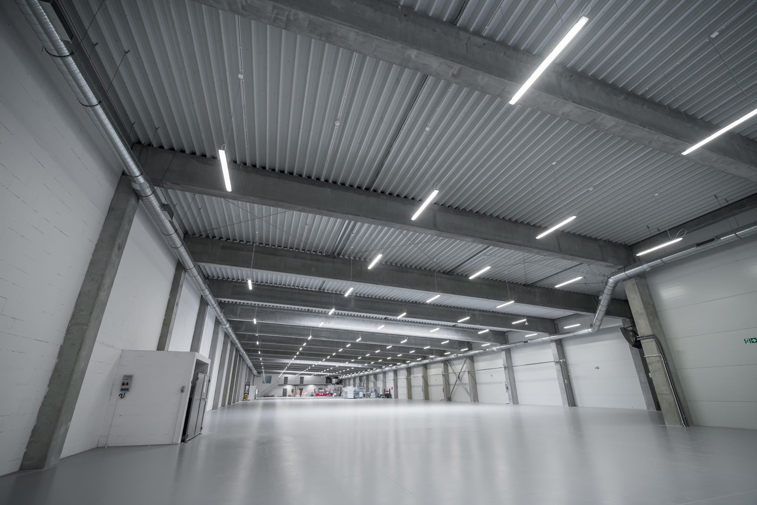 Oprawy przemysłowe Ultima w hali przemysłowej firmy Euroimpex - Luxon LED