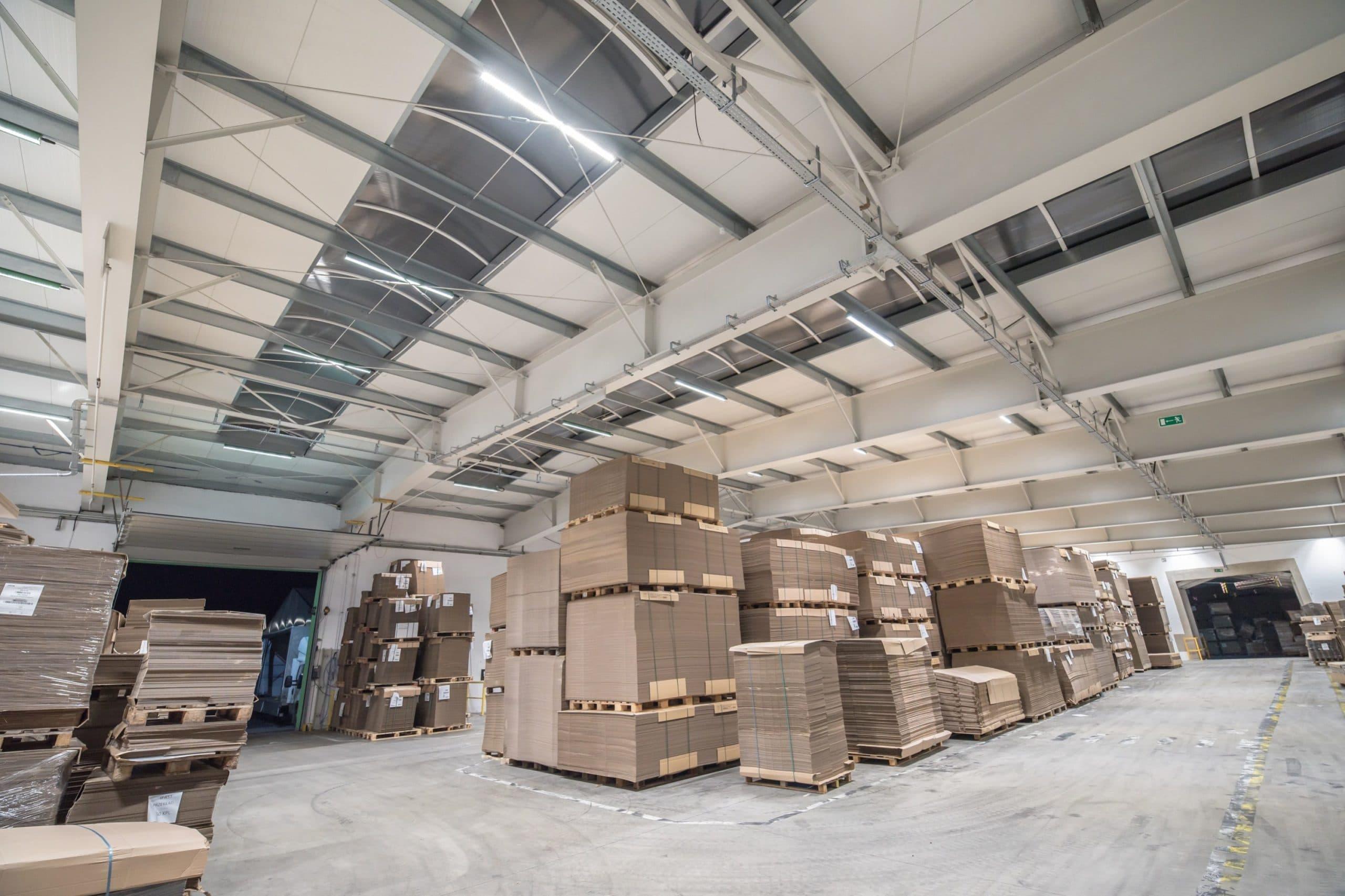 Oświetlenie przemysłowe w hali produkcyjnej firmy Jarpak - Luxon LED