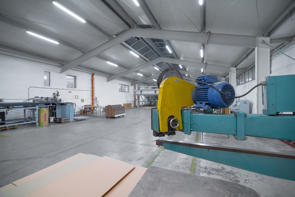 Oświetlenie przemysłowe Industrial w hali produkcyjnej firmy Jarpak - Luxon LED