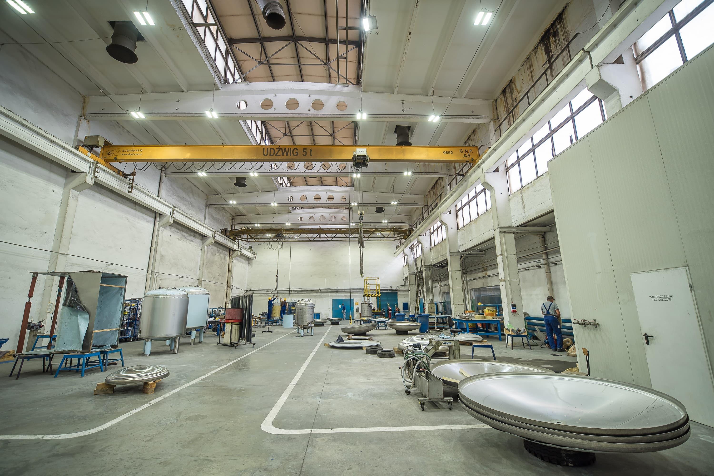 Oprawy przemysłowe Highbay w zmodernizowanej części produkcyjnej budynku firmy Schwarte Milfor - Luxon LED