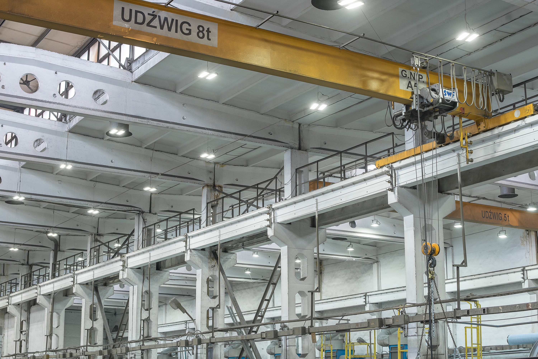 Zmodernizowane oświetlenie hali produkcyjnej firmy Schwarte Milfor - oprawy Highbay - Luxon LED