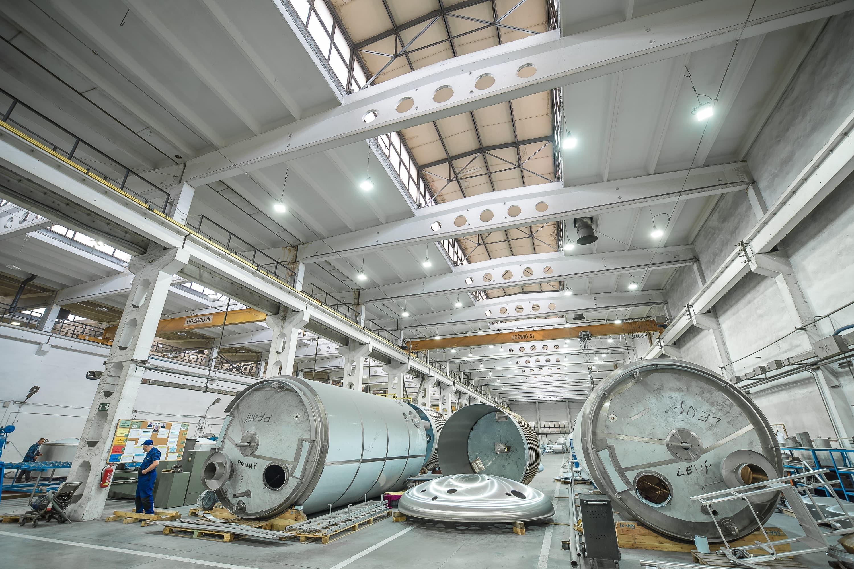 Oprawy Highbay w produkcyjnej części budynku firmy Schwarte Milfor - Luxon LED