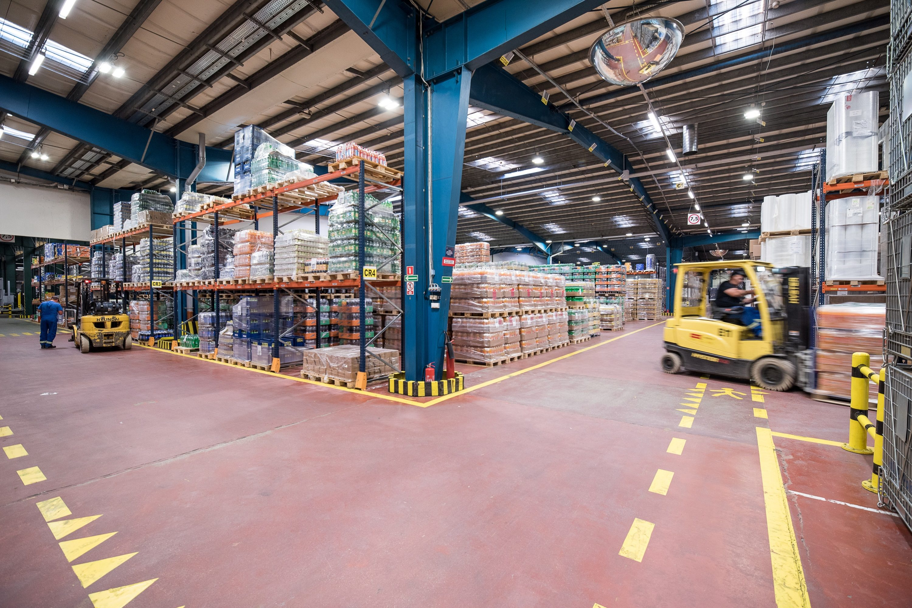 Oprawy przemysłowe Industrial i Highbay w części przemysłowej firmy Pepsico - Luxon LED