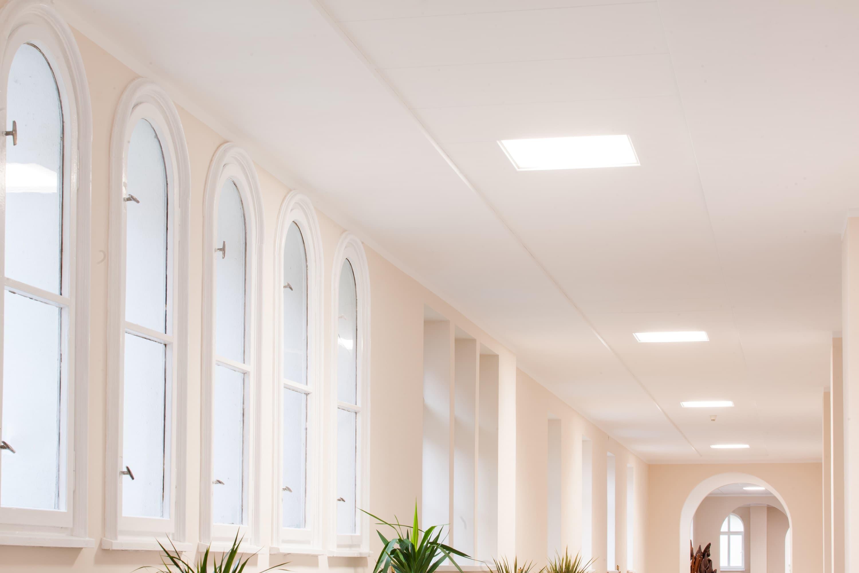 Oprawy biurowe Edge w Uzdrowisku w Połczynie, które przeszło modernizacje oświetlenia - Luxon LED