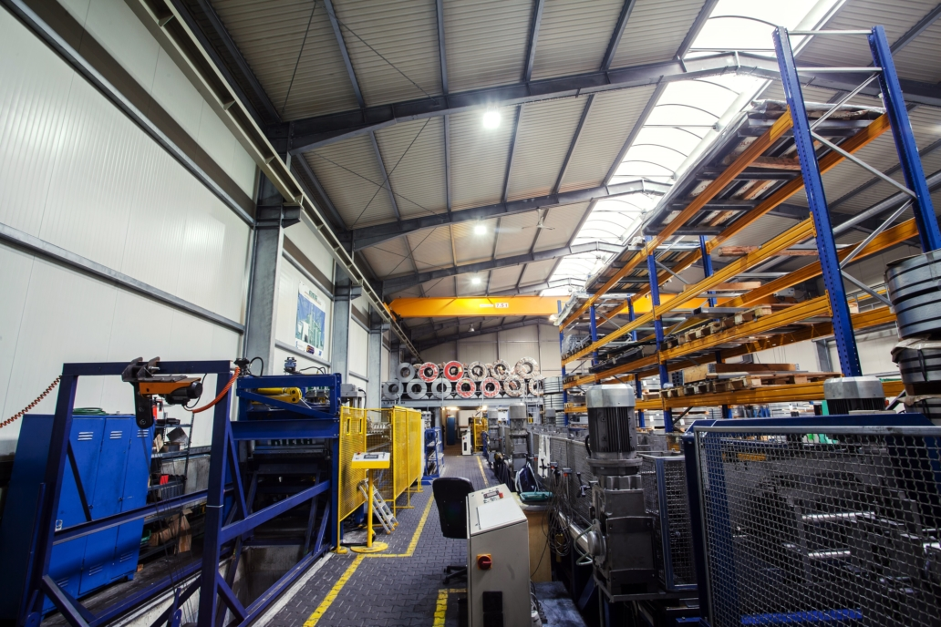 Oprawy przemysłowe Highbay w zmodernizowanym budynku firmy Riela - Luxon LED